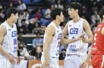 브라운 22점…KCC, SK 원정서 4년여 만에 이기고 5위 도약