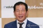 '업계 1위' 교촌치킨 권원강 회장 퇴임…전문경영인 전환
