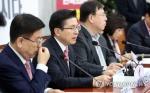 황교안, 부산서 두번째 '민생대장정'…조선업·스타트업 방문