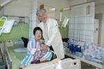 대전우리병원 카네이션 증정식·사랑의 떡나눔 행사