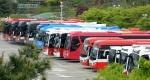 학생들 현장학습 간 사이… 휴식하는 버스들